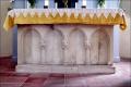 Kalkstein-Altar