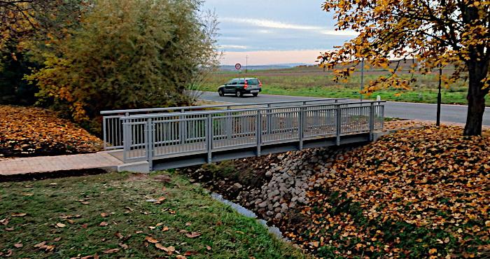 Fußgängerbrücke über den Weißbach