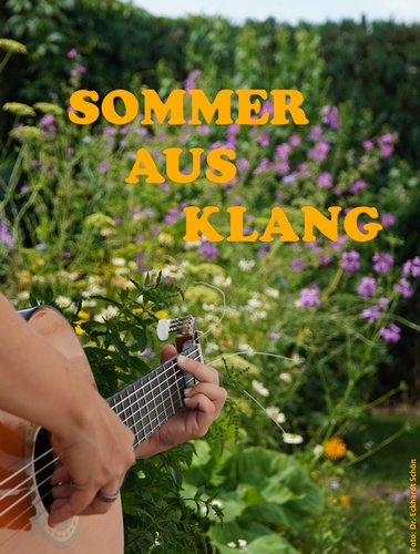 Plakatmotiv: Gitarrenspielerin vor Sommerblumen